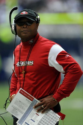 IRVING, TX - NOVEMBER 23:  Head coach Mike Singletary of the San Francisco 49ers during play against the Dallas Cowboys at Texas Stadium on November 23, 2008 in Irving, Texas.  (Photo by Ronald Martinez/Getty Images)