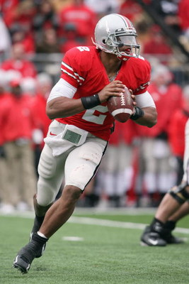 COLUMBUS, OH - NOVEMBER 22: Quarterback Terrelle Pryor #2 of the Ohio State Buckeyes moves to pass the ball during the Big Ten Conference game against the Michigan Wolverines at Ohio Stadium on November 22, 2008 in Columbus, Ohio.  (Photo by Andy Lyons/Ge
