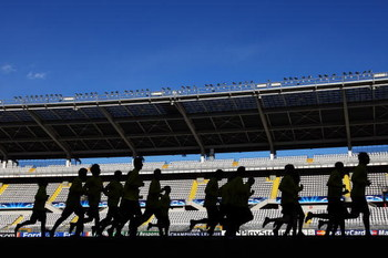TORINO, UNITED KINGDOM - MARCH 09:  Juventus players warm up during training in front of the media at Stadio Olimpico di Torino on March 9, 2009 in Turin, Italy.  Juventus and Chelsea will play the UEFA Champions League, First knock-out round, second leg