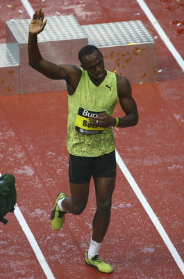 MANCHESTER, ENGLAND - MAY 17:  Usain Bolt of Jamaica waves to the crowd after his victory in the 150 metres Men's Final during the Bupa Great City Games held on Deansgate on May 17, 2009 in Manchester, England.  (Photo by Alex Livesey/Getty Images)