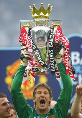 WIGAN, UNITED KINGDOM - MAY 11:  Edwin Van Der Sar of Manchester United lifts the Barclays Premier League Trophy after the Barclays Premier League match between Wigan Athletic and Manchester United at the JJB Stadium on May 11, 2008 in Wigan, England.  (P