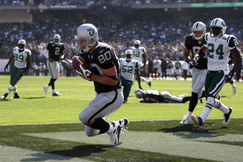 OAKLAND, CA - OCTOBER 19:  Zach Miller #80 of the Oakland Raiders catches a touchdown pass that was nullified due to a penalty during the game against the New York Jets on October 19, 2008 at the Oakland-Alameda County Coliseum in Oakland, California. (Ph