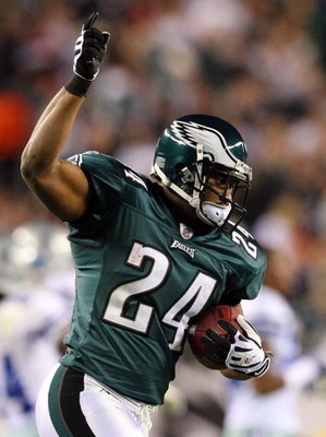 PHILADELPHIA - DECEMBER 28:  Sheldon Brown #24 of the Philadelphia Eagles celebrates his interception late in the first half against the Dallas Cowboys on December 28, 2008 at Lincoln Financial Field in Philadelphia, Pennsylvania.  (Photo by Jim McIsaac/G