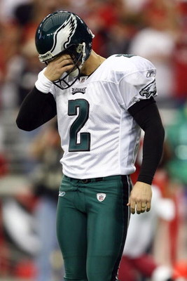 GLENDALE, AZ - JANUARY 18:  Kicker David Akers #2 of the Philadelphia Eagles reacts after he misses a two-point conversion in the third quarter during the NFC championship game against the Arizona Cardinals on January 18, 2009 at University of Phoenix Sta