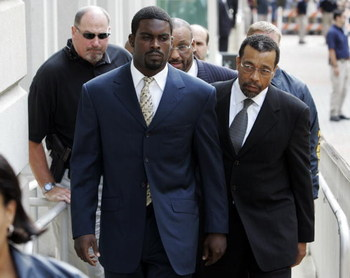 RICHMOND, VA - AUGUST 27:  Atlanta Falcons quarterback Michael Vick (R) arrives at federal court with attorney Billy Martin (R) August 27, 2007 in Richmond, Viriginia. Vick pleaded guilty to a federal dogfighting charge.  (Photo by Steve Helber-Pool/Getty