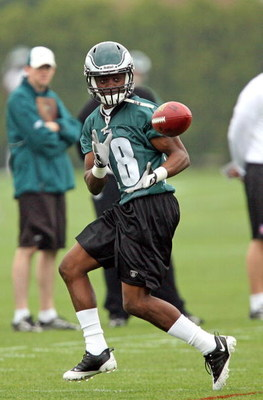 PHILADELPHIA - MAY 1: First round draft pick wide receiver Jeremy Maclin #18 of the Philadelphia Eagles practices during mini camp at the NovaCare Complex on May 1, 2009 in Philadelphia, Pennsylvania.  (Photo by Hunter Martin/Getty Images)