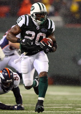 EAST RUTHERFORD, NJ - NOVEMBER 30:  Thomas Jones #20 of the New York Jets runs the ball against the Denver Broncos on November 30, 2008 at Giants Stadium in East Rutherford, New Jersey.  (Photo by Jim McIsaac/Getty Images)