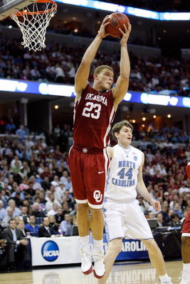 MEMPHIS, TN - MARCH 29:  Blake Griffin #23 of the Oklahoma Sooners grabs a rebound while taking on the North Carolina Tar Heels during the NCAA Men's Basketball Tournament South Regional Final at the FedExForum on March 29, 2009 in Memphis, Tennessee.  (P