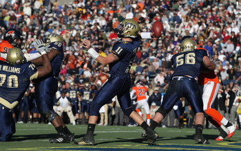 EL PASO, TX - DECEMBER 31:  Quarterback Bill Stull #11 of the Pittsburgh Panthers during the Brut Sun Bowl on December 31, 2008 at the Sun Bowl in El Paso, Texas.  (Photo by Ronald Martinez/Getty Images)