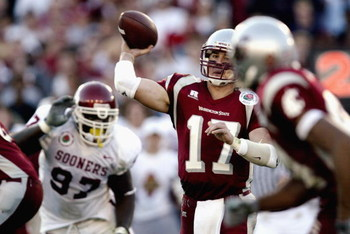 PASADENA, CA - JANUARY 1:  Quarterback Jason Gesser #17 of the WSU Cougars finds his receiver during the 89th Rose Bowl against the Oklahoma Sooners on January 1, 2003 at the Rose Bowl in Pasadena, California.  The University of Oklahoma Sooners defeated