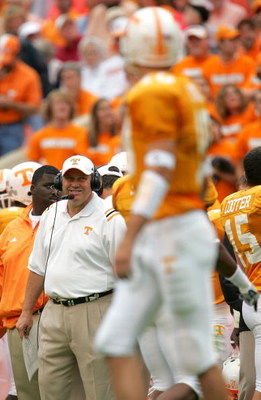 KNOXVILLE, TN - OCTOBER 23:  Head coach Phil Fulmer of the Tennessee Volunteers glances at quarterback Erik Ainge #10 during the game against the Alabama Crimson Tide at Neyland Stadium on October 23, 2004 in Knoxville, Tennessee. (Photo by Jamie Squire/G
