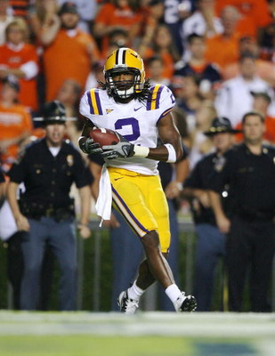 AUBURN, AL - SEPTEMBER 20:  Wide receiver Demetrius Byrd #2 of the LSU Tigers celebrates his touchdown catch against the Auburn Tigers at Jordan-Hare Stadium on September 20, 2008 in Auburn, Alabama. LSU defeated Auburn 26-21.  (Photo by Doug Benc/Getty I