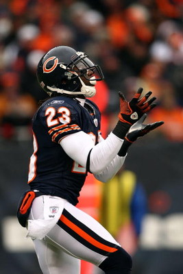 CHICAGO - NOVEMBER 09:  Devin Hester #23 of the Chicago Bears returns a kick against the Tennessee Titans at Soldier Field on November 9, 2008 in Chicago, Illinois. The Bears won 21-14.  (Photo by Jonathan Ferrey/Getty Images)
