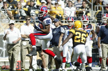 PITTSBURGH - SEPTEMBER 16:  Peerless Price #81 of the Buffalo Bills catches a pass against Deshea Townsend #26 of the Pittsburgh Steelers on September 16, 2007 at Heinz Field in Pittsburgh, Pennsylvania. The Steelers won 26-3. (Photo by Rick Stewart/Getty