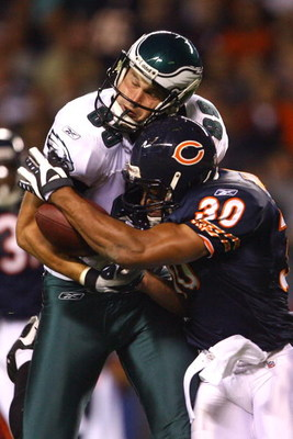 CHICAGO - SEPTEMBER 28:  Matt Schobel #89 of the Philadelphia Eagles fails to make a reception as he is hit by Mike Brown #30 of the Chicago Bears at Soldier Field on September 28, 2008 in Chicago, Illinois.  (Photo by Jeff Gross/Getty Images)