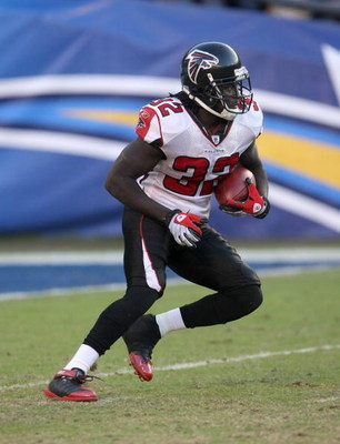 SAN DIEGO - NOVEMBER 30:  Running back Jerious Norwood #32 of the Atlanta Falcons returns a kick against the San Diego Chargers on November 30, 2008 at Qualcomm Stadium in San Diego, California.  The Falcons won 22-16.  (Photo by Stephen Dunn/Getty Images