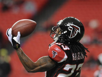 ATLANTA - DECEMBER 14: Cornerback Chris Houston #23 of the Atlanta Falcons grabs a warm-up pass before play against the Tampa Bay Buccaneers  at the Georgia Dome on December 14, 2008 in Atlanta, Georgia.  (Photo by Al Messerschmidt/Getty Images) 