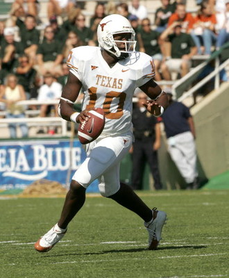 WACO, TX - NOVEMBER 5:  Quarterback Vince Young #11 of the Texas Longhorns carries the ball against the Baylor Bears on November 5, 2005 at Floyd Casey Stadium in Waco, Texas. Texas defeated Baylor 62-0.  (Photo by Stephen Dunn /Getty Images)