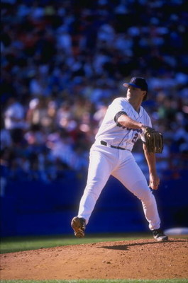 23 May 1998:  Al Leiter #22 of the New York Mets in action during a game against the Milwaukee Brewers at Shea Stadium in Flushing, New York. The Mets defeated the Brewers 3-0. Mandatory Credit: Steve Moore  /Allsport