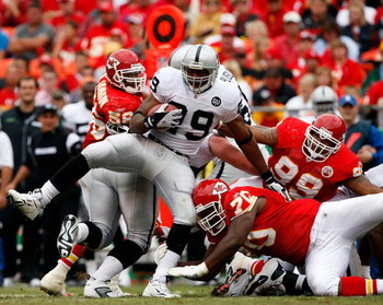 KANSAS CITY, MO - SEPTEMBER 14:  Michael Bush #29 of the Oakland Raiders carries the ball during the game against the Kansas City Chiefs on September 14, 2008 at Arrowhead Stadium in Kansas City, Missouri.  (Photo by Jamie Squire/Getty Images)