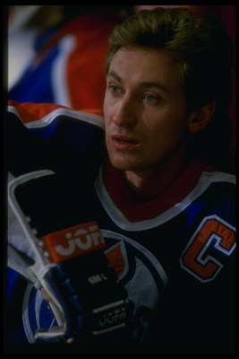 Dec 1987:  Center Wayne Gretzky of the Edmonton Oilers looks on during a game against the Los Angeles Kings at the Forum in Inglewood, California. Mandatory Credit: ALLSPORT USA  /Allsport