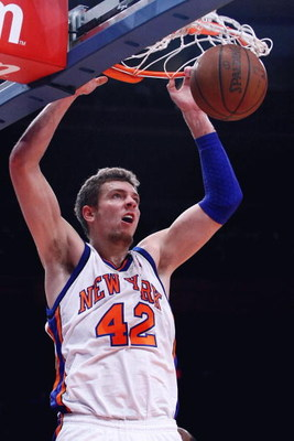 NEW YORK - FEBRUARY 25:  David Lee #42 of the New York Knicks dunks against the Orlando Magic at Madison Square Garden February 25, 2009 in New York City. NOTE TO USER: User expressly acknowledges and agrees that, by downloading and/or using this Photogra