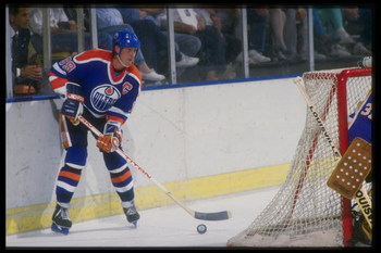 1987:  Center Wayne Gretzky of the Edmonton Oilers looks on during a game against the Los Angeles Kings at the Forum in Inglewood, California. Mandatory Credit: ALLSPORT USA  /Allsport