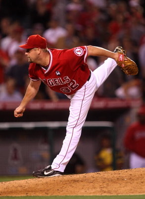 ANAHEIM, CA - MAY 13:  Pitcher Matt Palmer #32 of the Los Angeles Angels of Anaheim throws a pitch against the Boston Red Sox on May 13, 2009 at Angel Stadium in Anaheim, California.  The Angels won 8-4.   (Photo by Stephen Dunn/Getty Images)