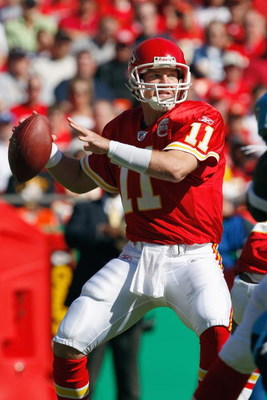 KANSAS CITY - OCTOBER 19:  Quarterback Damon Huard #11 of the Kansas City Chiefs looks to pass the ball during the game against the Tennessee Titans at Arrowhead Stadium on October 19, 2008 in Kansas City, Missouri. (Photo by: Jamie Squire/Getty Images)