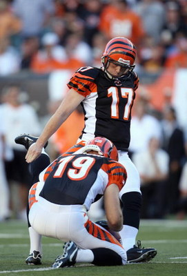 CINCINNATI - OCTOBER 21: Shayne Graham #17 of the Cincinnati Bengals kicks a field goal during the NFL game against the New York Jets on October 21, 2007 at Paul Brown Stadium in Cincinnati, Ohio. (Photo by Andy Lyons/Getty Images)