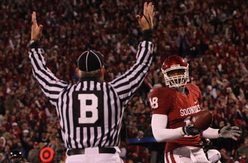NORMAN, OK - NOVEMBER 22:  Back judge Mike Defee signals the touchdown by Jermaine Gresham #18 of the Oklahoma Sooners against the Texas Tech Red Raiders in the second quarter at Memorial Stadium on November 22, 2008 in Norman, Oklahoma.  (Photo by Ronald