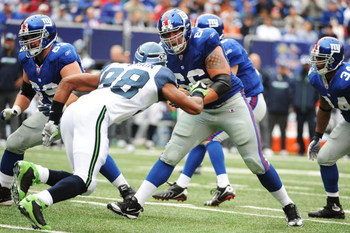 EAST RUTHERFORD, NJ - OCTOBER 05:  David Diehl #66 of the New York Giants plays against Julian Peterson #98 of the Seattle Seahawks during their game on October 5, 2008 at Giants Stadium in East Rutherford, New Jersey.  (Photo by Al Bello/Getty Images)