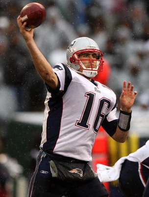 OAKLAND, CA - DECEMBER 14:  Matt Cassel #16 of the New England Patriots passes against the Oakland Raiders during an NFL game on December 14, 2008 at the Oakland-Alameda County Coliseum in Oakland, California.  (Photo by Jed Jacobsohn/Getty Images)