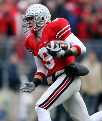 COLUMBUS, OH - NOVEMBER 22:  Brian Hartline #9 of the Ohio State Buckeyes catches a pass for a touchdown during the Big Ten Conference game against the Michigan Wolverines at Ohio Stadium on November 22, 2008 in Columbus, Ohio.  (Photo by Andy Lyons/Getty
