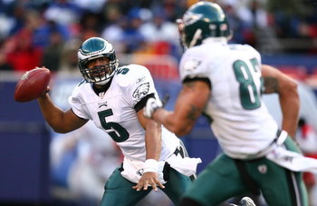 EAST RUTHERFORD, NJ - DECEMBER 07:  Donovan McNabb #5 of the Philadelphia Eagles looks to pass to L.J. Smith #82 against the New York Giants during their game on December 7, 2008 at Giants Stadium in East Rutherford, New Jersey.  (Photo by Al Bello/Getty