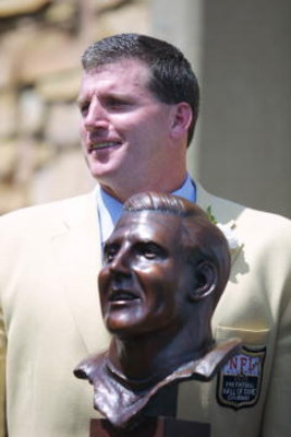 04 Aug 2001 : Mike Munchak stands behind his bust as he is honored during the 2001 Pro Football Hall Of Fame Induction Ceremony at Hall's Game Day Theater in Canton, Ohio. DIGITAL IMAGE. Mandatory Credit: Tom Pidgeon/Allsport