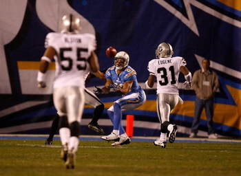 SAN DIEGO - DECEMBER 04:  Wide Receiver Vincent Jackson #83 of the San Diego Chargers reaches to catch the ball during their NFL Game against the Oakland Raiders on December 4, 2008 at Qualcomm Stadium in San Diego, California.  (Photo by Harry How/Getty