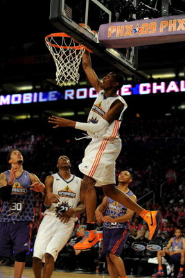 PHOENIX - FEBRUARY 13:  Kevin Durant #35 of the Sophomore team slam dunks during the T-Mobile Rookie Challenge & Youth Jam part of 2009 NBA All-Star Weekend at US Airways Center on February 13, 2009 in Phoenix, Arizona.  NOTE TO USER: User expressly ackno