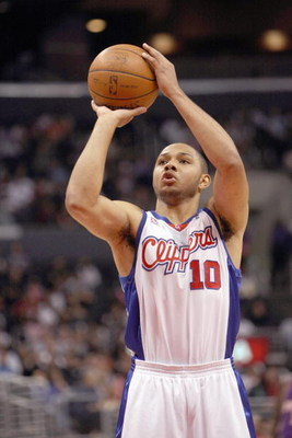 LOS ANGELES, CA - JANUARY 11:  Eric Gordon #10 of tthe Los Angeles Clippers takes a shot against the Phoenix Suns on January 11, 2009 at Staples Center in Los Angeles, California.  The Suns won 109-103.   NOTE TO USER: User expressly acknowledges and agre