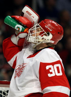 CHICAGO - MAY 22:  Goalie Chris Osgood #30 of the Detroit Red Wings takes a drink of water during a stop in play against the Chicago Blackhawks during Game Three of the Western Conference Championship Round of the 2009 Stanley Cup Playoffs on May 22, 2009