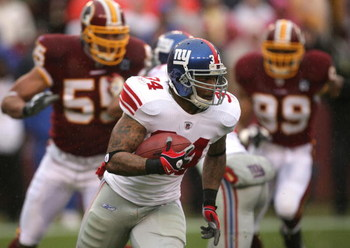 LANDOVER, MD - NOVEMBER 30:  Derrick Ward #34 of the New York Giants runs with the ball against the Washington Redskins during their game at FedEx Field on November 30, 2008 in Landover, Maryland.  (Photo by Streeter Lecka/Getty Images)