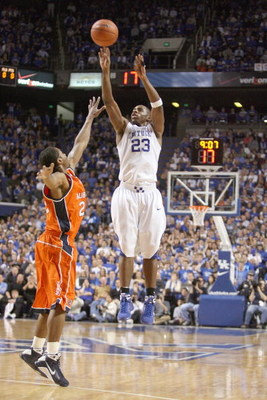 LEXINGTON, KY - JANUARY 21:  Jodie Meeks #23 of the Kentucky Wildcats makes a jumpshot against Frankie Sullivan #20 of the Auburn Tigers during the SEC game against the Auburn Tigers at Rupp Arena on January 21, 2009 in Lexington, Kentucky.  (Photo by And