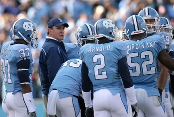 CHAPEL HILL, NC - NOVEMBER 22:  Head coach Butch Davis of the North Carolina Tar Heels talks to his players during their game against the North Carolina State Wolfpack at Kenan Stadium on November 22, 2008 in Chapel Hill, North Carolina.  (Photo by Street