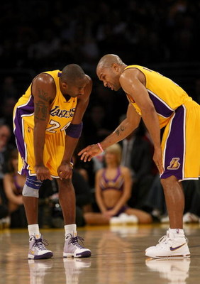 LOS ANGELES, CA - NOVEMBER 18: Kobe Bryant #24 and Derek Fisher #2 of the Los Angeles Lakers confer during the game with the Chicago Bulls on November 18, 2008 at Staples Center in Los Angeles, California.  NOTE TO USER: User expressly acknowledges and ag