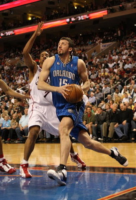PHILADELPHIA - APRIL 30:  Hedo Turkoglu #15 of the Orlando Magic drives to the basket against the Philadelphia 76ers during Game Six of the Eastern Conference Quarterfinals at Wachovia Center on April 30, 2009 in Philadelphia, Pennsylvania. NOTE TO USER:
