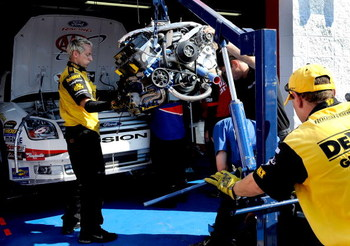 TALLADEGA, AL - OCTOBER 03:  An engine change for the #6 AAA Ford driven by David Ragan during practice for the NASCAR Sprint Cup Series Amp Energy 500 at Talladega Superspeedway on October 3, 2008 in Talladega, AL.  (Photo by Rusty Jarrett/Getty Images f