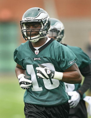 PHILADELPHIA - MAY 1: Wide receiver Jeremy Maclin #18 of the Philadelphia Eagles runs during minicamp practice at the NovaCare Complex on May 1, 2009 in Philadelphia, Pennsylvania. (Photo by Hunter Martin/Getty Images)