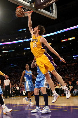 LOS ANGELES, CA - MAY 21:  Pau Gasol #16 of the Los Angeles Lakers dunks the ball in the first quarter against the Denver Nuggets in Game Two of the Western Conference Finals during the 2009 NBA Playoffs at Staples Center on May 21, 2009 in Los Angeles, C