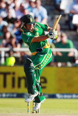 CAPE TOWN, SOUTH AFRICA - APRIL 09:  AB de Villiers of South Africa in action during the 3rd ODI match between South Africa and Australia at Sahara Park Newlands on April 9, 2009 in Cape Town, South Africa.  (Photo by Carl Fourie/Gallo Images/Getty Images