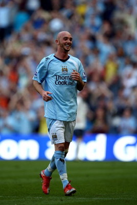 MANCHESTER, ENGLAND - MAY 24:  Stephen Ireland of Man City appludes the crowd as he is subsituted during the Barclays Premier League match between Manchester City and Bolton Wanderers at the City of Manchester Stadium on May 24, 2009 in Manchester, Englan